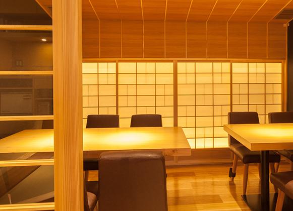 テーブル個室は10名様でご利用頂ける<br>落ち着いた雰囲気が自慢のお席です。